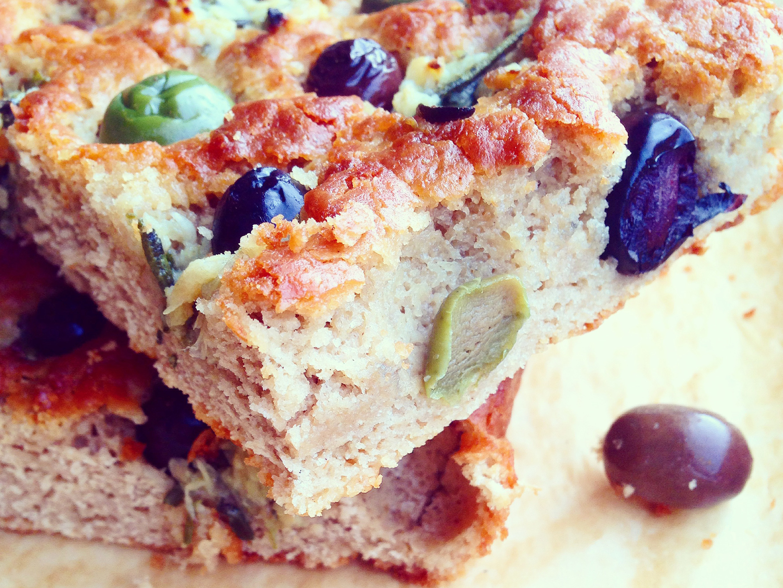 Paleo-Garlic-Olive-Rosemary-Focaccia-Bread