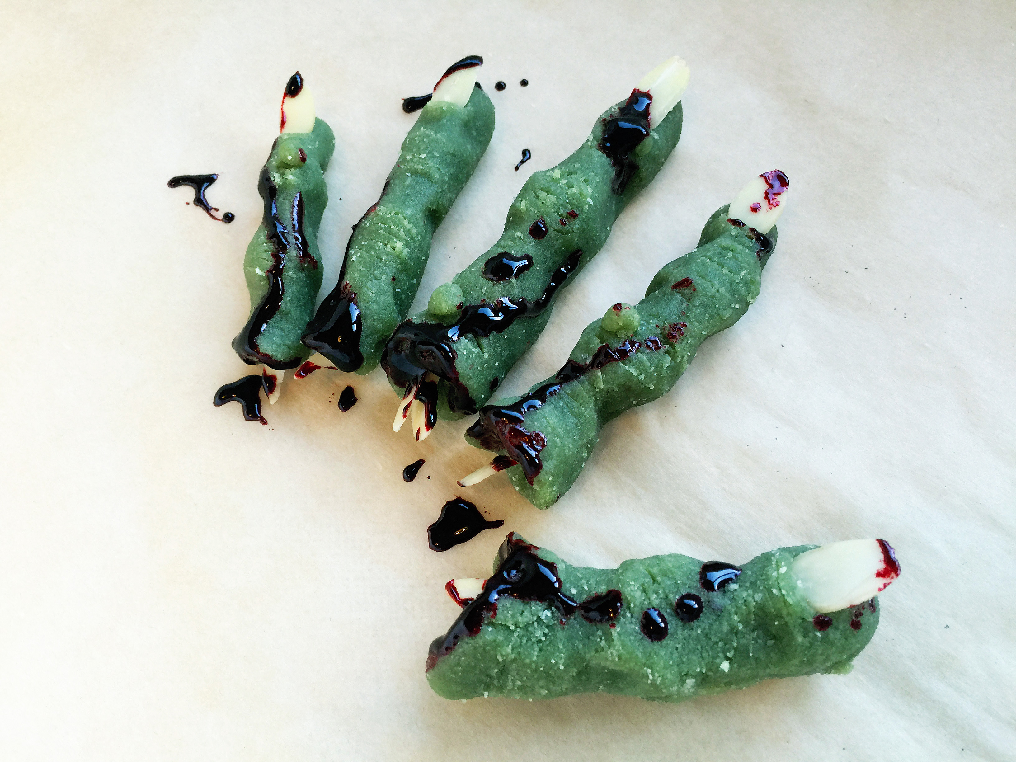 ghoulishly-delicious-severed-zombie-fingers-6
