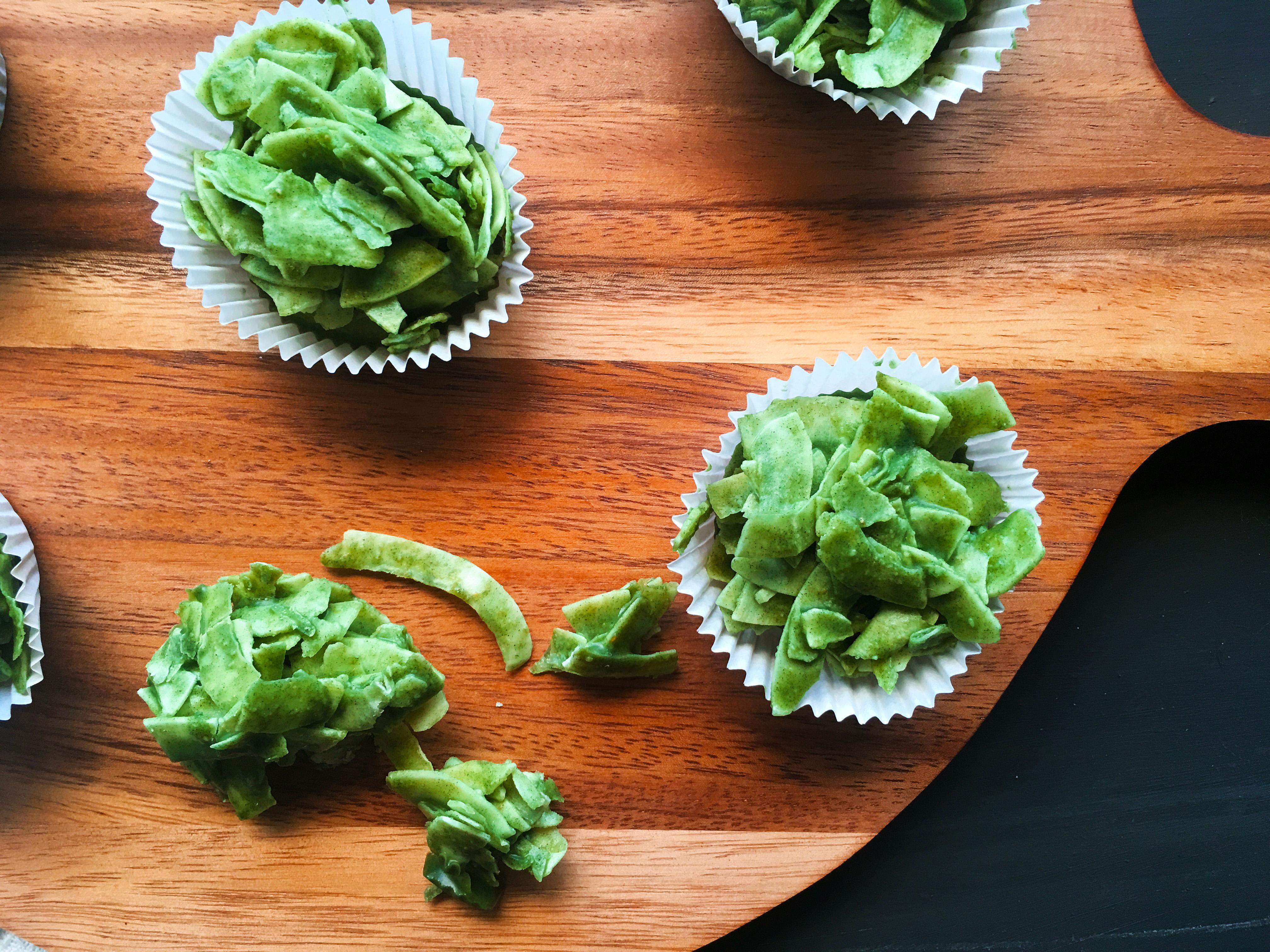 mint-matcha-and-spirulina-paleo-cornflake-cakes-3