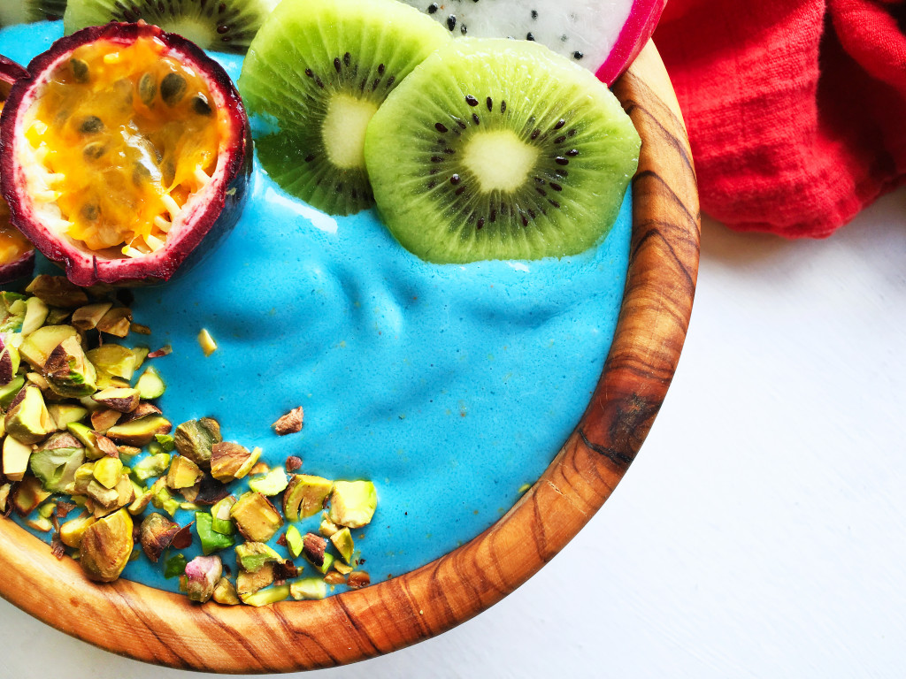 blue-mermaid-smoothie-bowl-with-e3live-blue-majik-7