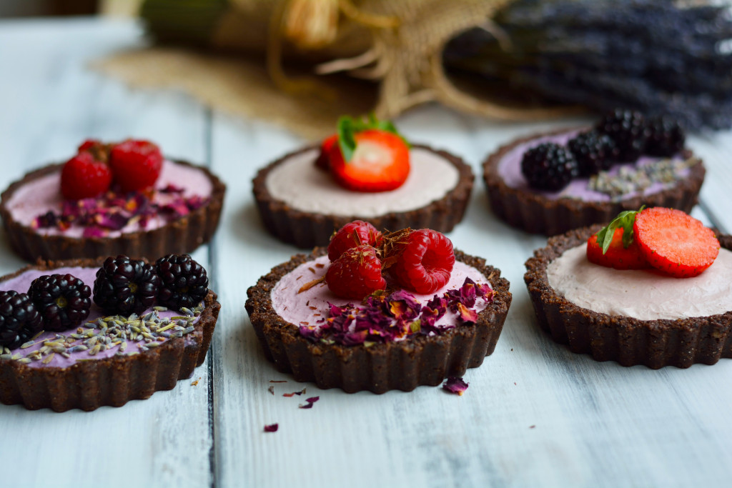 seasonal-berry-mousse-tarts-gluten-free-raw-vegan-paleo-18