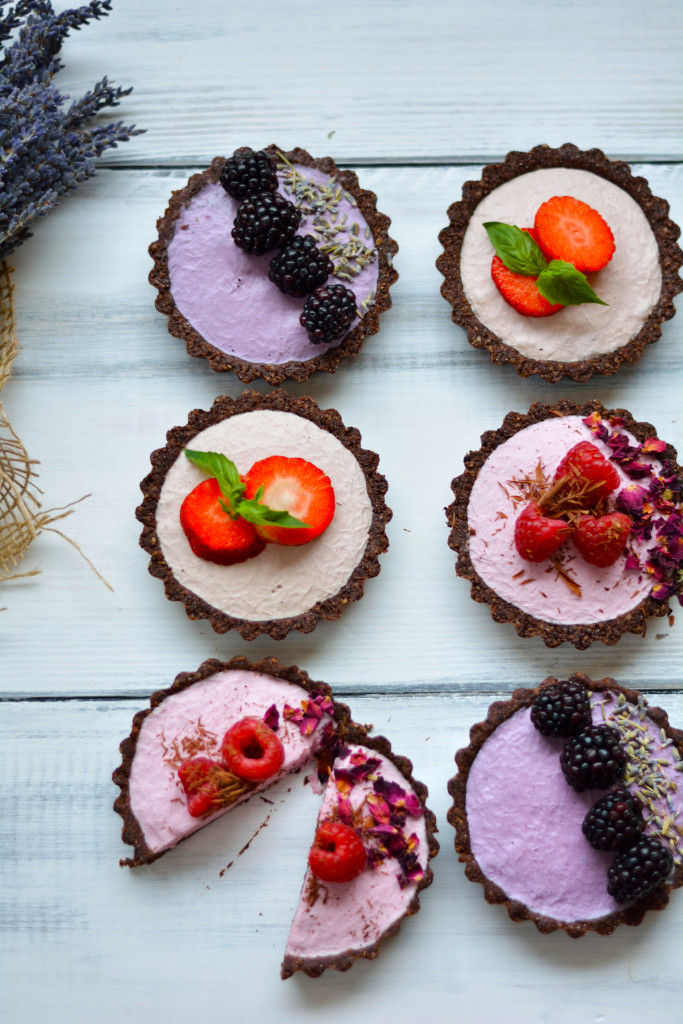 seasonal-berry-mousse-tarts-gluten-free-raw-vegan-paleo-25