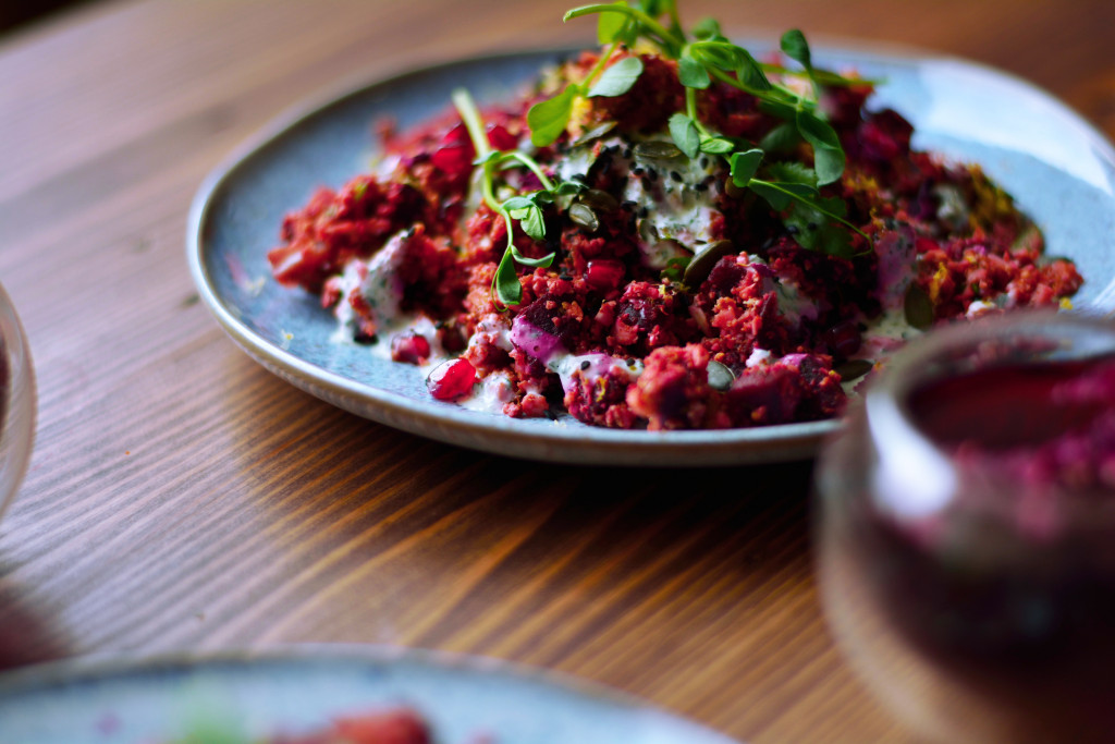 beetroot-and-pomegranate-cauliflower-cous-cous-salad-5