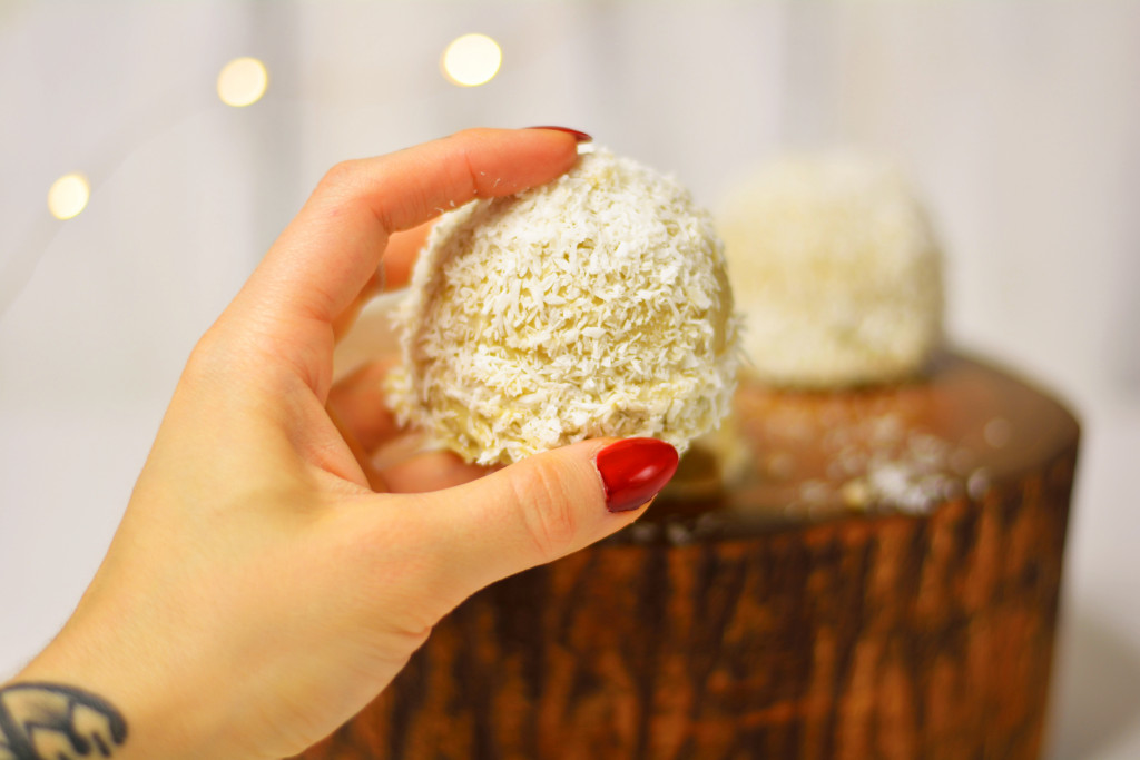 raw-vegan-snowball-teacakes-gluten-free-paleo-4