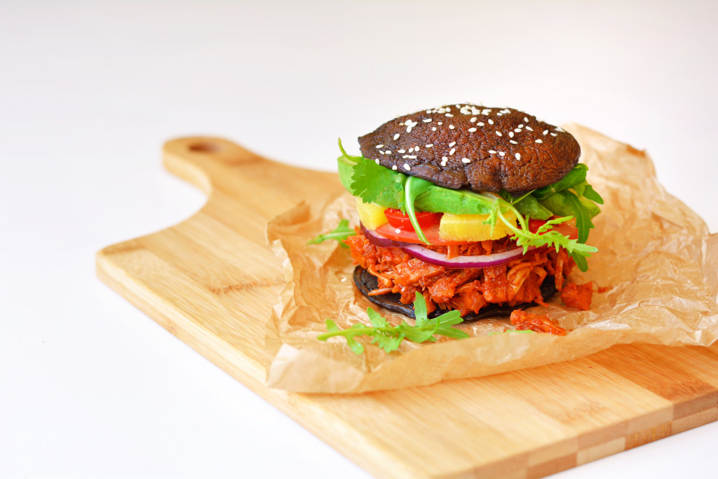 spicy-bbq-pulled-pork-jackfruit-portobello-buns-gluten-free-paleo-vegan-2