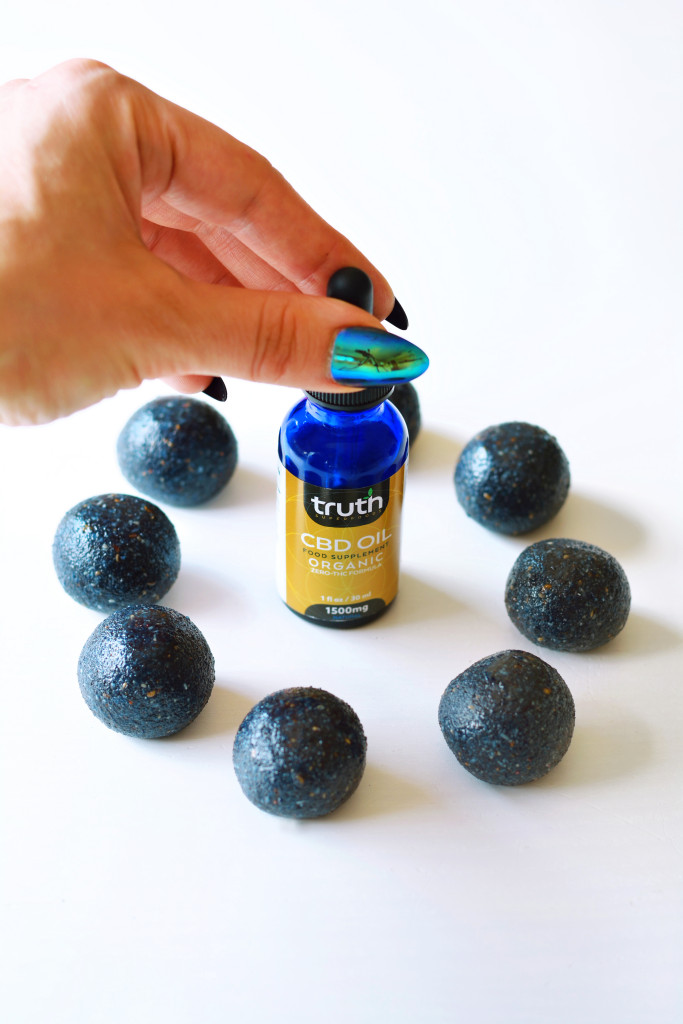 blueberry-cbd-power-balls-gluten-free-paleo-raw-vegan-3