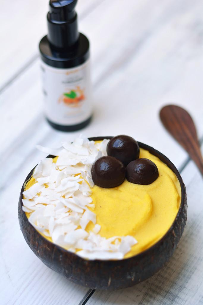exotic-smoothie-bowl-with-liquid-curcumin-raw-vegan-paleo-1