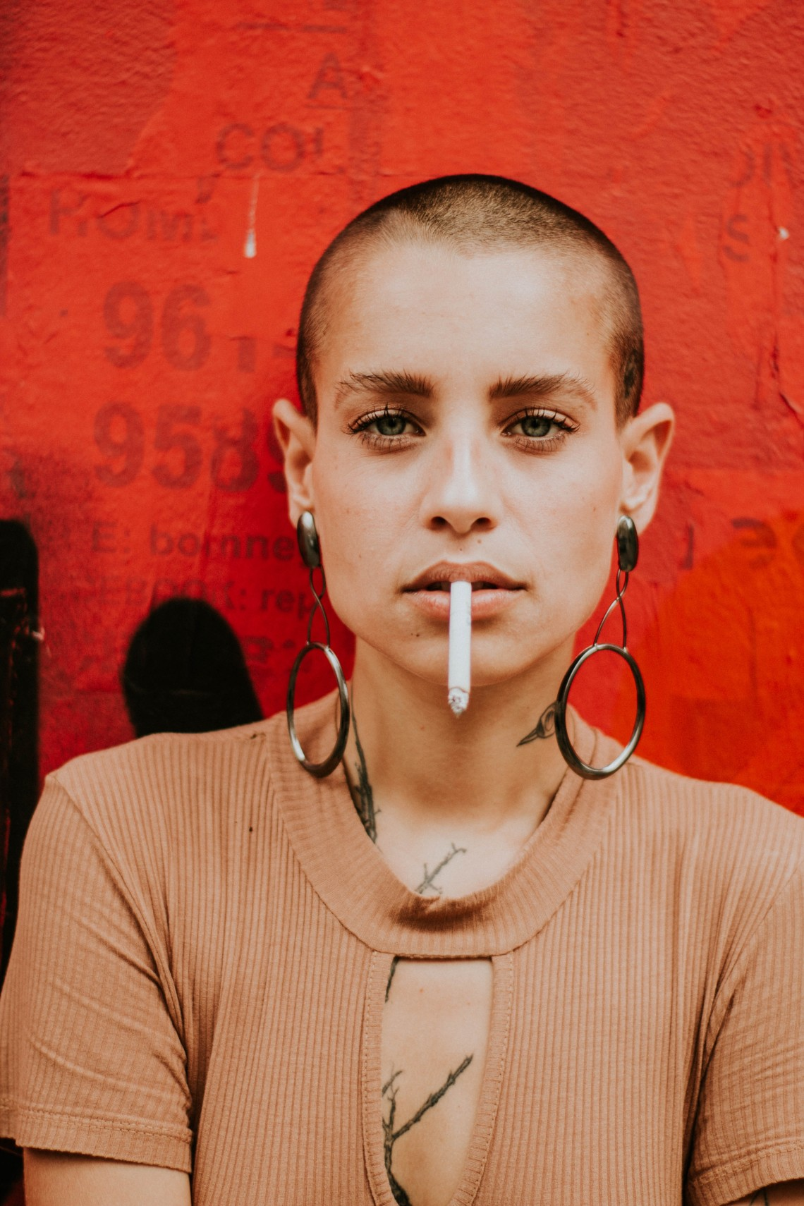 bald-beautiful-woman-cigar-1951073
