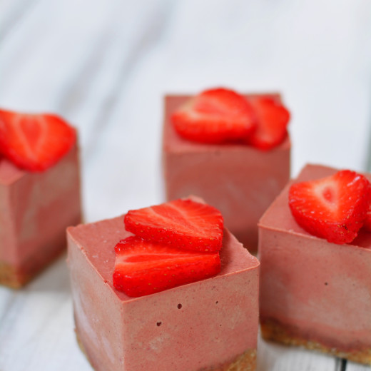strawberry-and-schisandra-raw-cakes-8