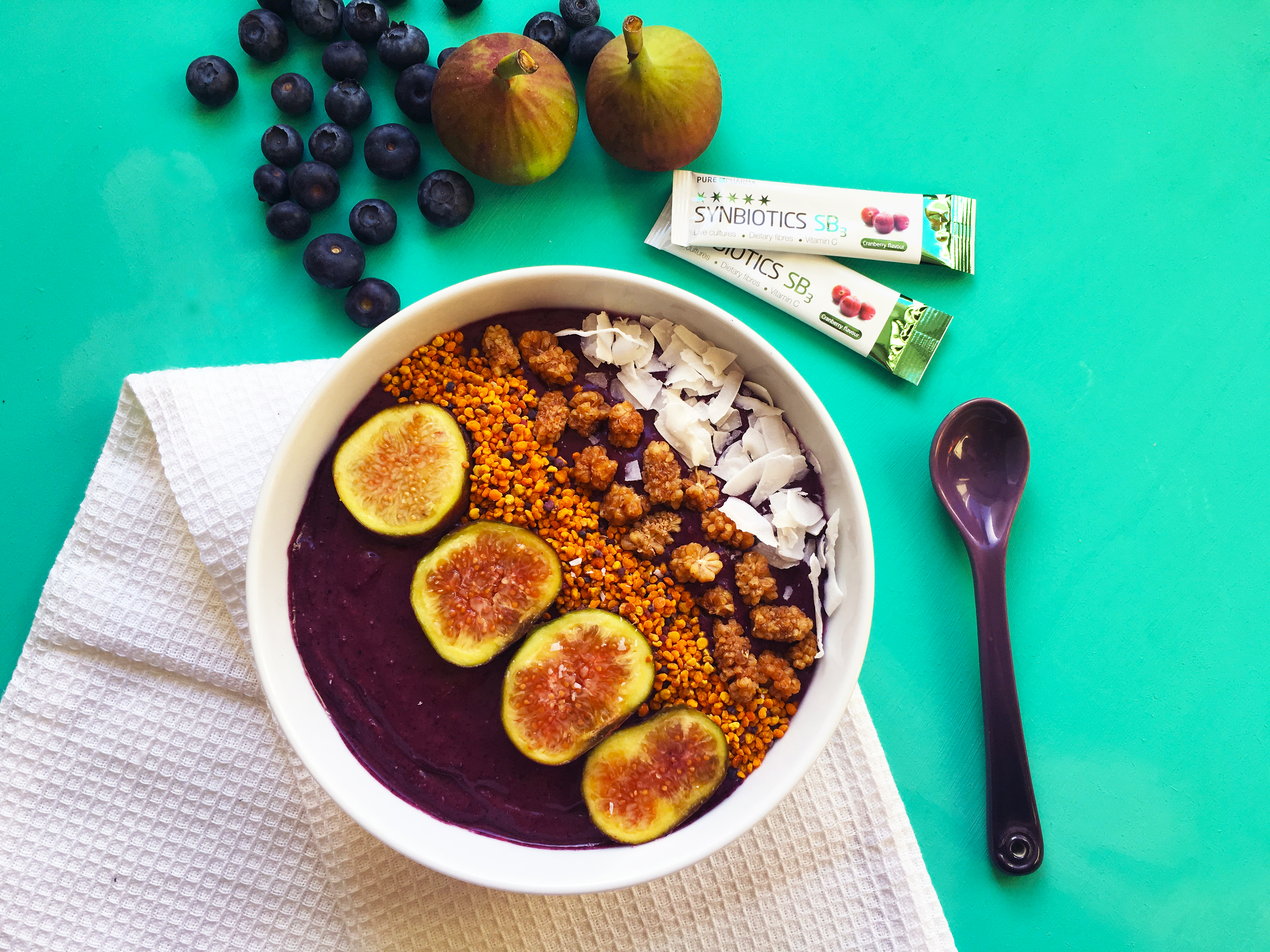 Blueberry and Acai Probiotic Smoothie Bowl
